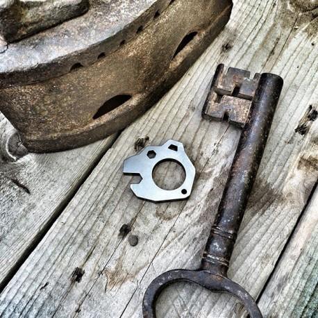 Брелок-открывалка-инструмент Mishka tools для ножа